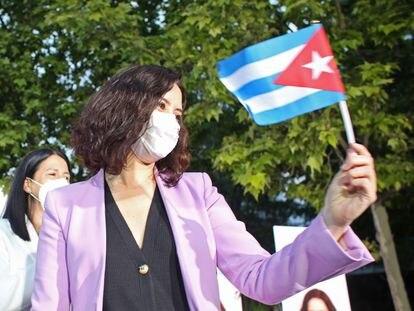 La candidata del PP a la Presidencia de la Comunidad de Madrid, Isabel Díaz Ayuso, durante un acto electoral este viernes en Móstoles.