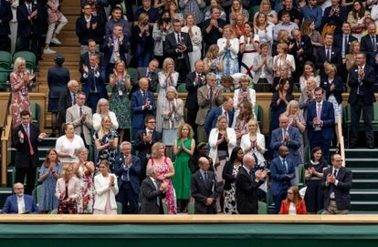 El público de Wimbledon aplaude a Sarah Gilbert el 28 de junio.