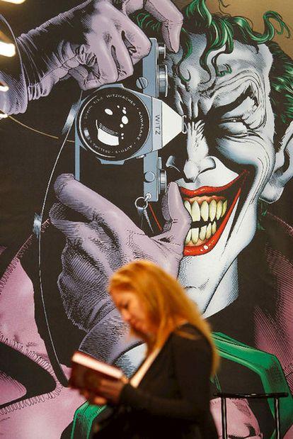 Una visitante al Salón del Cómic de Barcelona, ayer día de su apertura.