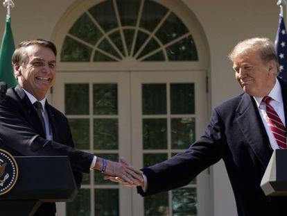 Bolsonaro saluda a Trump en una visita a la Casa Blanca el año pasado.