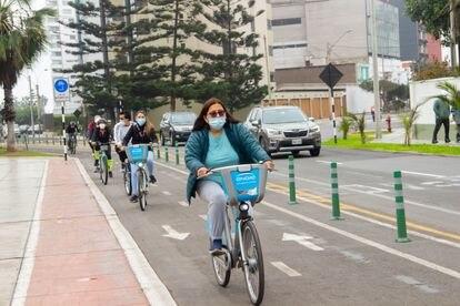 Algunos municipios, como el de Miraflores, ya alquilan bicicletas a los vecinos. Son de color celeste y se pueden tomar por un lapso determinado, como en París o Barcelona.