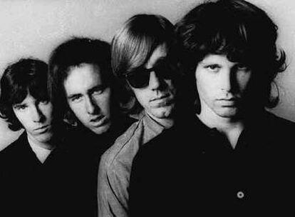 El cantante Jim Morrison, junto al resto de componentes de la banda <i>The Doors</i>