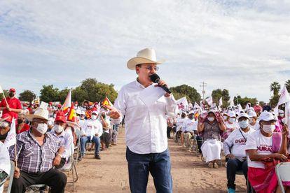 El candidato Alfonso Durazo, durante un evento en San Ignacio Río Muerto, Sonora, el pasado 16 de abril.