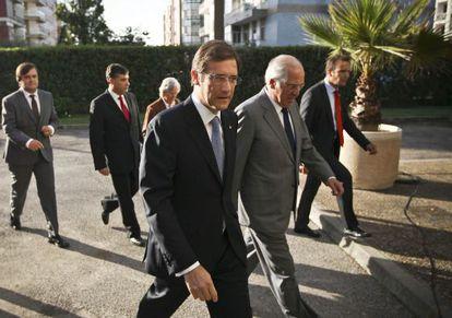 El primer ministro portugués, Pedro Passos Coelho (c), a su llegada al encuentro con sus socios sobre diálogo social.