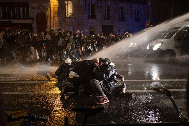 Protesta el 17 de noviembre en París contra la nueva ley de seguridad.