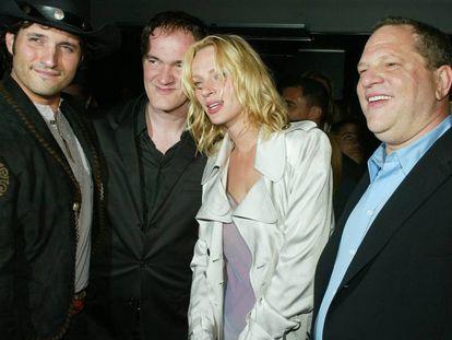 Los directores Robert Rodriguez y Quentin Tarantino, la actriz Uma Thurman y el productor Harvey Weinstein en 2004, tras el estreno de la película 'Kill Bill Vol. 2' en Los Ángeles, California.