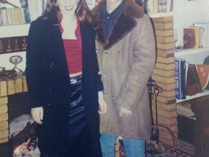 Ana Sanfrutos, junto con su hermano.