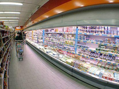 La sección de refrigerados de un supermercado, en Roma.