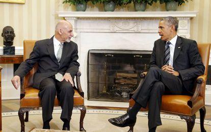 El presidente Obama (Dcha.) durante su reunión este martes con su homólogo afgano.