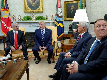 Benjamin Netanyahu con Trump, Pence y Pompeo, en la Casa Blanca, el pasado enero.