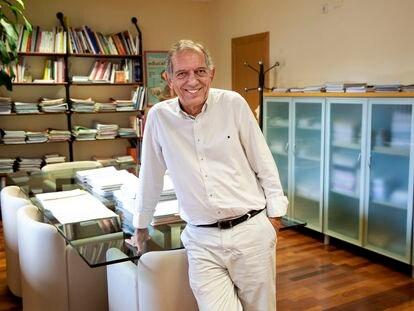 Miguel Soler, coautor del nuevo currículo educativo elaborado por el Ministerio de Educación y secretario autonómico de Educación de la Generalitat valenciana, en su despacho.
