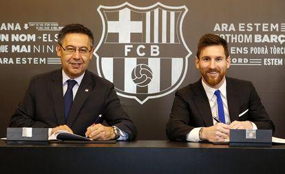 Bartomeu y Messi en la renovación del 10, en 2017.