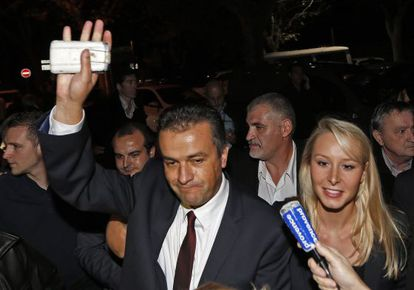 Laurent Lopez, candidato del FN, celebra su victoria en Brignoles.