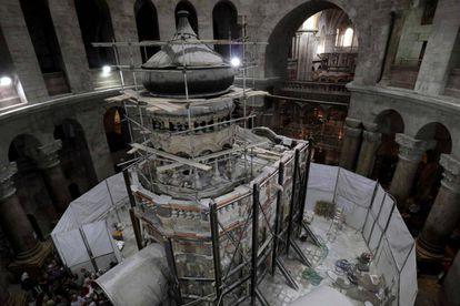 Obras de restauración en la tumba.