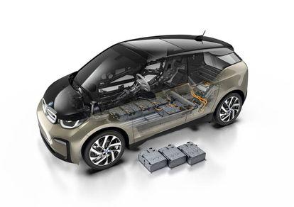 Esta es la disposición de las baterías de iones de litio en un modelo actual, el BMW i3. Son ocho módulos, cada uno con 23 celdas.