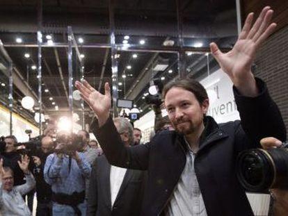 El líder de Podemos participaba en la presentación de un libro que se ha podido reanudar poco después