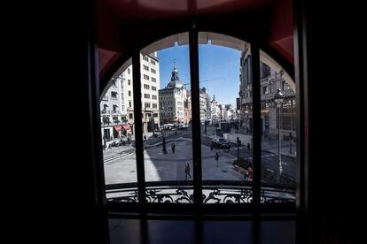 Vista de la calle Alcalá desde el restaurante de la primera planta del hotel.