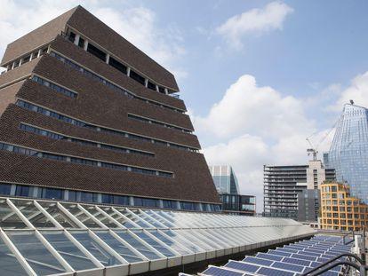 Paneles solares en el tejado de la Tate Modern de Londres, el pasado 13 de julio.