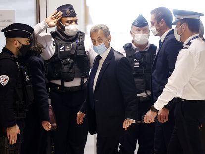 El expresidente francés Nicolas Sarkozy llega al tribunal para recibir la sentencia que lo condenó por corrupción y tráfico de influencias, el pasado 1 de marzo.