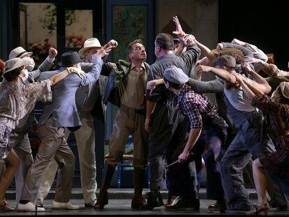 Un momento de la representación de 'La del manojo de rosas', en el Teatro de la Zarzuela.