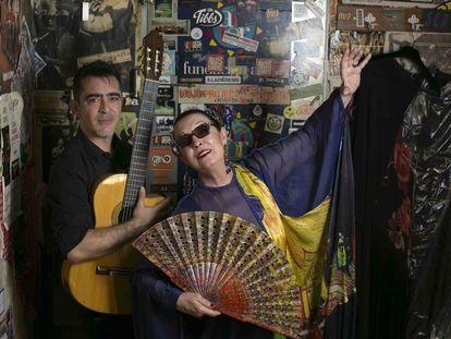 Martirio y su hijo Raúl, guitarrista, en la Sala Clamores de Madrid.