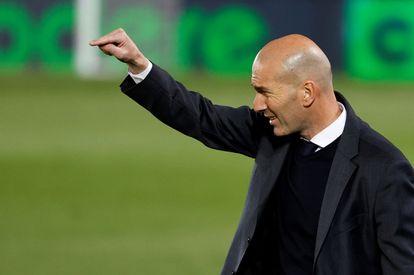 Zidane, durante el Real Madrid-Osasuna.