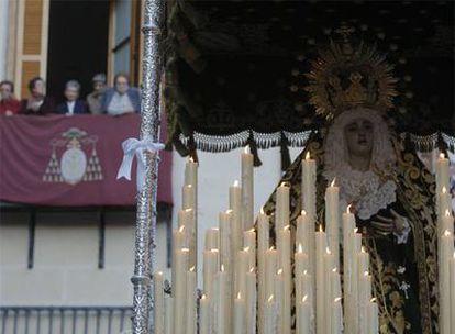El paso de María Santísima Inmaculada luce un lazo blanco en Madrid.