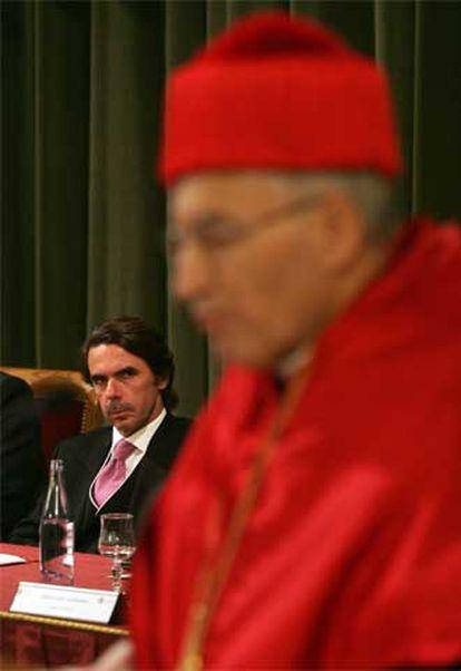 Aznar escucha a Rouco en su investidura como doctor.