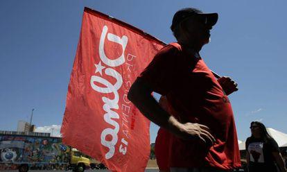 Un defensor de Dilma, en Brasilia