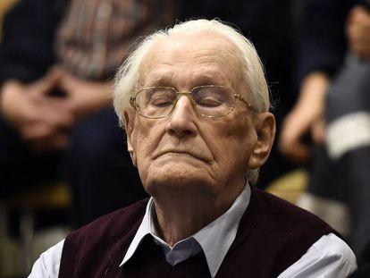 Oskar Groening escucha el veredicto de condena el 15 de julio de 2015 en Luneburgo.