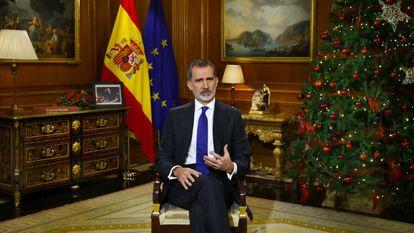 El Rey Felipe VI durante su discurso de Nochebuena desde el Palacio de la Zarzuela, en Madrid.