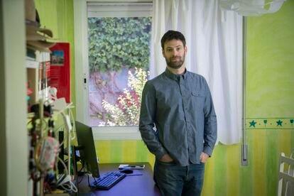 Jacobo Blasco, desarrollador web, en su oficina en Villaviciosa de Odón (Madrid).