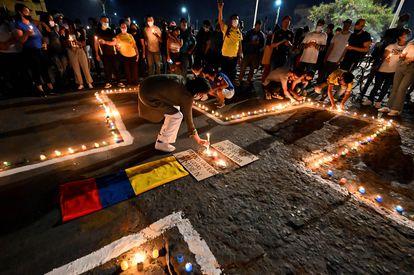 Una vigilia en Cali en honor a los manifestantes que murieron durante las protestas contra el gobierno de Iván Duque, este miércoles.