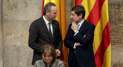 Alberto Fabra con el presidente de Bankia, José Ignacio Goirigolzarri, tras la consejera Isabel Bonig.