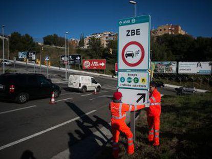 La puesta en marcha de la Zona de Bajas Emisiones afecta desde este jueves a 115.000 automóviles y motos