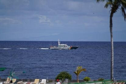 La patrullera Río Duero realiza labores de búsqueda de las niñas Anna y Olivia en la costa este de Tenerife.