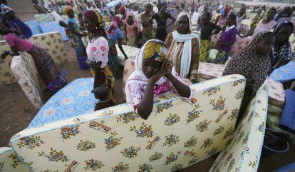 Civiles huidos tras un ataque de Boko Haram y refugiados en noviembre en el campo de Yola, en Nigeria