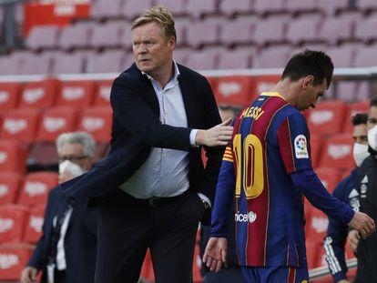 Koeman saluda a Messi, en el partido del Barcelona ante el Celta en el Camp Nou.