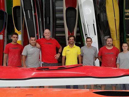André Santos, director de Nelo (de amarillo) junto a su equipo en la sede de la empresa.