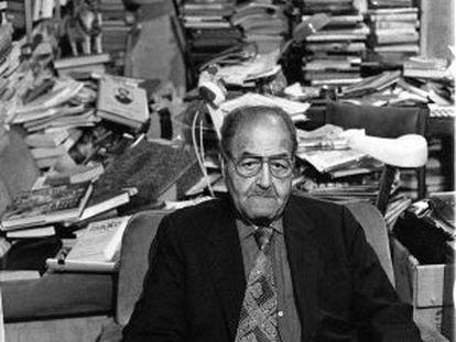 El poeta cubano Gastón Baquero, en su casa de Madrid en 1994.