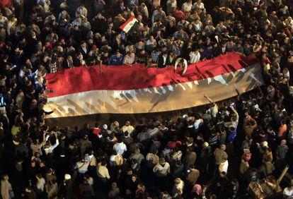 Manifestaciones contra el 'decretazo' de Morsi en El Cairo.