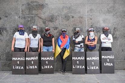 Algunas de las integrantes del grupo de mamás de la primera línea del Portal de las Américas, en el sur de Bogotá.