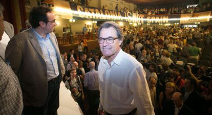 Artur Mas y Josep Rull, coordinador del partido, en el acto del sábado en Molins de Rei.