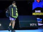 London (United Kingdom), 21/11/2020.- Spain's Rafael Nadal leaves the court after losing against Russia's Daniil Medvedev during their semi-finals tennis match at the ATP World Tour Finals tennis tournament in London, Britain, 21 November 2020. (Tenis, Rusia, España, Reino Unido, Londres) EFE/EPA/ANDY RAIN