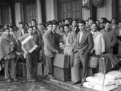 Primer contingente de emigrantes hacia Bélgica, en 1957.