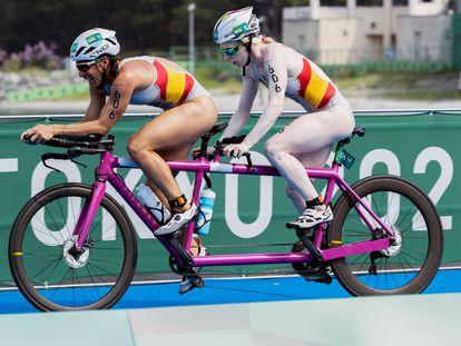 La triatleta gallega Susana Rodríguez y su guía Sara Loehr se coronaron campeonas paralímpicas de triatlón, en la clase PTVI de discapacitados visuales, en la prueba disputada en la bahía de Odaiba de Tokio.
