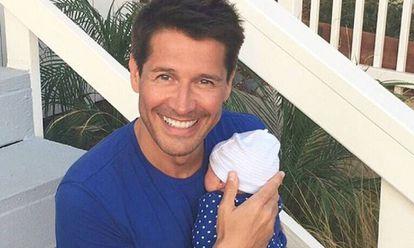 Jaime Cantizano con su hijo este lunes.