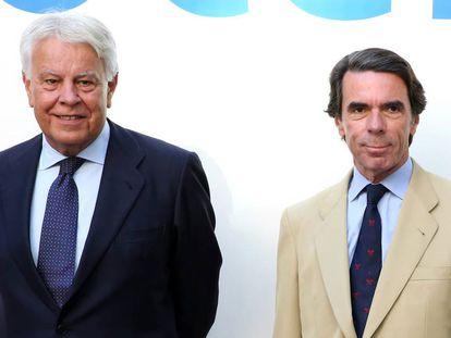 Los expresidentes del Gobierno Felipe González y José María Aznar, en julio de 2017.