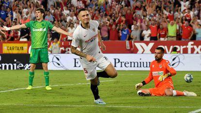 Ocampos celebra el segundo gol del Sevilla.