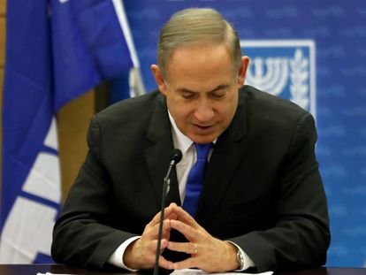 El primer ministro israelí, Benjamin Netanyahu, durante una reunión de su partido en el Parlamento, este lunes.